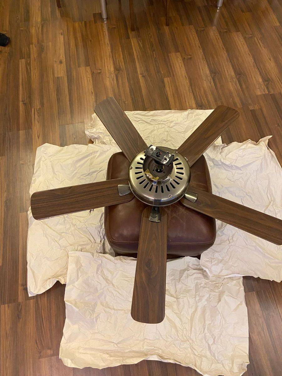 Selling a celling fan (brass and rosewood)